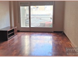 Ref. 1134 Spacious apartment to reform near the Mercat de Ninot.