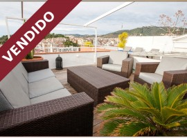 Penthouse on sell Barcelona - Gracia. Park Güell, with terrasse and charm.