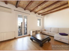 Ref. 3826 Nice apartment for rent fully equipped next to the Plaça de la Vila de Gràcia.